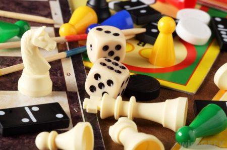 Geriausia dovana moksliukams – stalo žaidimai